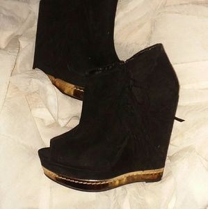 cute peep toe wedge booties sz 6